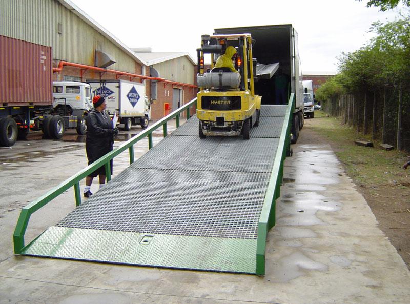 mobile-yard-ramp1-800x593