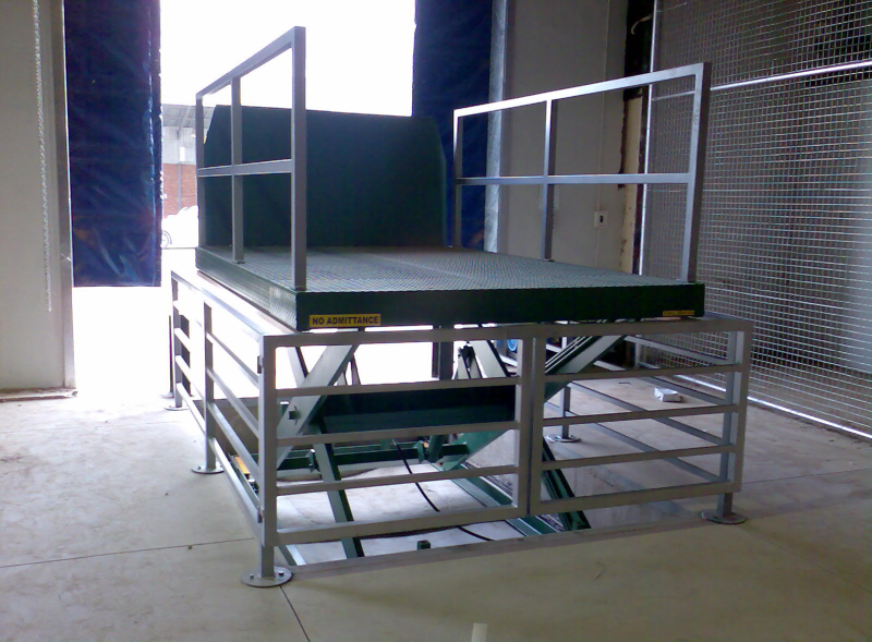 scissor-lift-retail-store-800x589 (1)